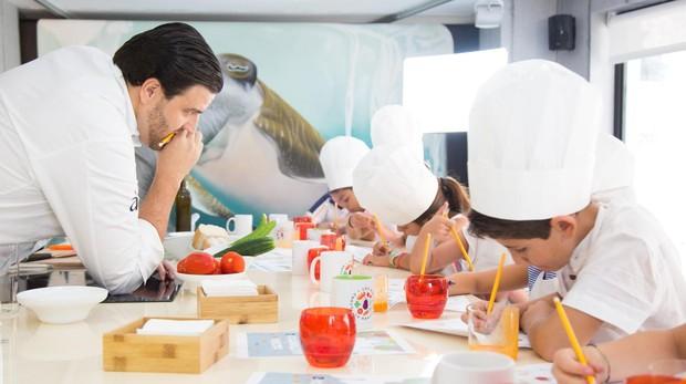 Xanty Elías, durante una de las clases de «Cultura Gastronómica»