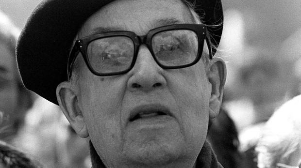 Fotografía de archivo, tomada el 29 de marzo de 1987, del padre Llanos en una manifestación contra la droga