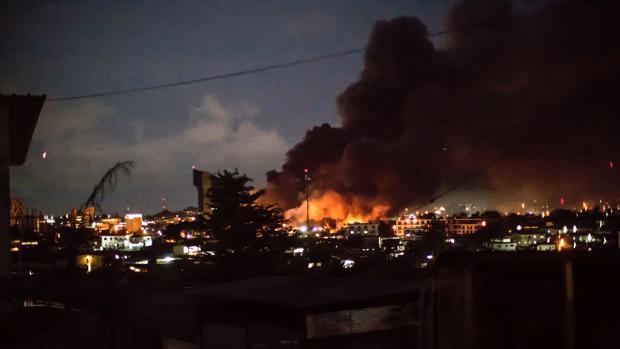 Parte del Parlamento del país centroafricano ha ardido durante horas