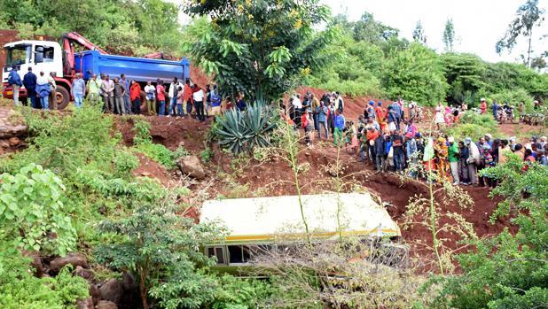 Restos del autobús siniestrado en el que fallecieron 29 menores