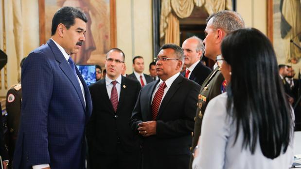 Nicolás Maduro, reunido este domingo con altos funcionarios del gobierno
