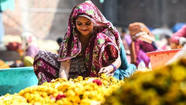 Una colorida y fragante solución para evitar la contaminación del río Ganges