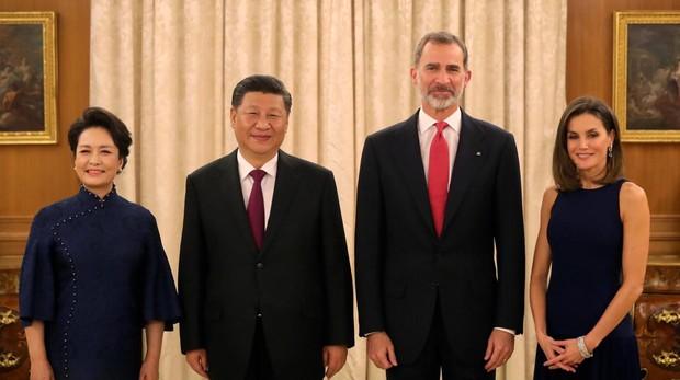 El rey Felipe acompañado de la Reina Letizia, el presidente de CHina Xi Jinping y su mujer Peng Liyuan
