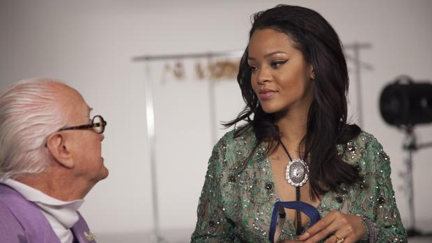 Manolo Blahnik, con Rihanna, una de sus clientes