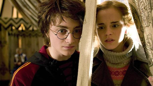 Harry Potter y Hermione en una de las películas de la saga