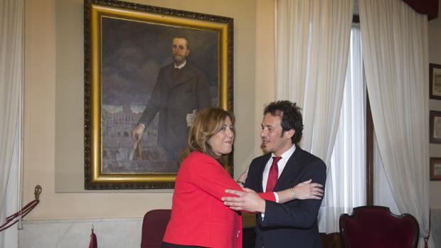 La presidenta de la Junta, con el alcalde de Cádiz en su despacho.