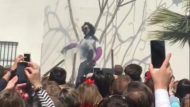 La muñeca «linchada» durante la «Quema de Judas» de Coripe el pasado Domingo de Resurrección