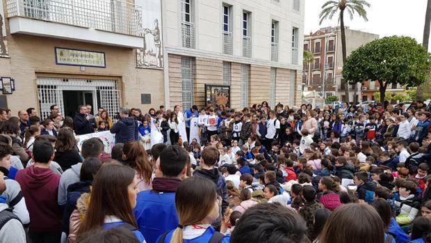 Juan Manuel Valle, alcalde palaciego, ha presidido un acto cargado de simbolismo