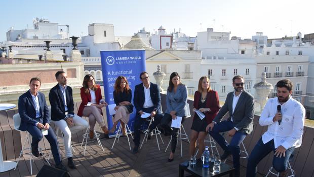 La alcaldesa junto al alcalde de Cádiz en el evento.