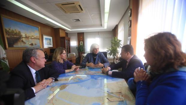 Teófila Martínez ha mantenido un encuentro con el viceconsejero de Presidencia, Antonio Sanz y con Ana Mestre.