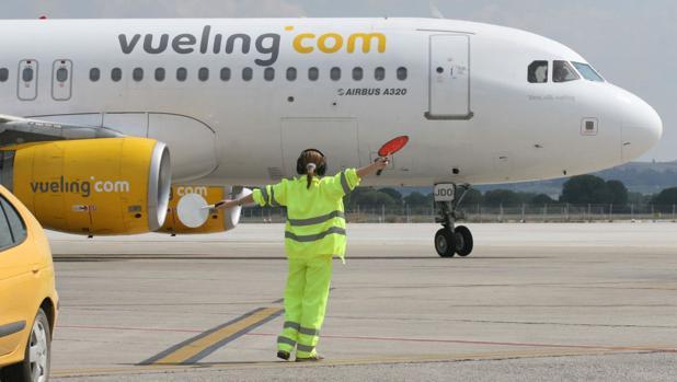 Aterrizaje en el aeropuerto de Jerez de uno de los aviones que cubre rutas nacionales
