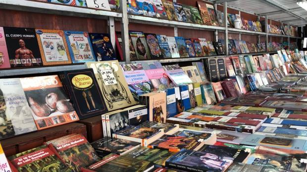 La Feria del Libro de Utrera se celebra todos los años en la plaza del Altozano