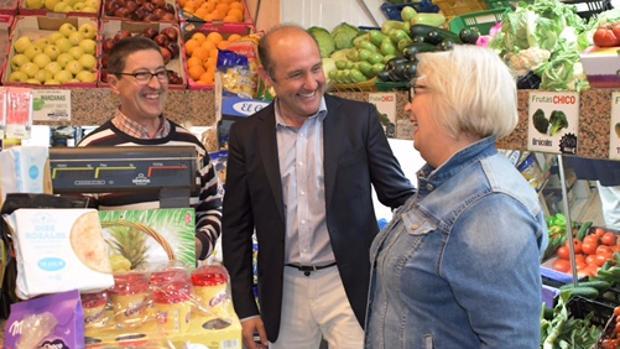Juancho Ortiz ha recorrido todos los rincones de Cádiz con el programa del PP.
