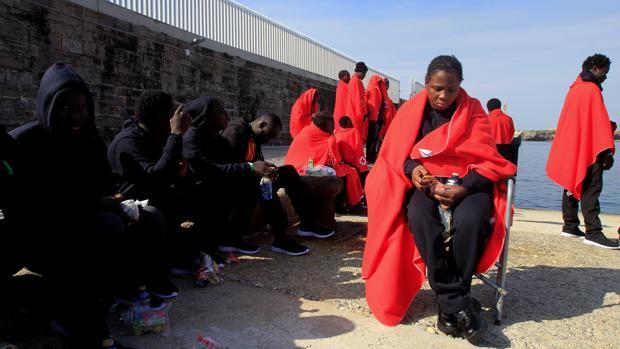 Imagen de archivo de inmigrantes rescatados en Tarifa.
