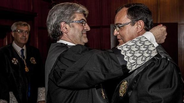 El ex presidente recibiendo la Cruz Distinguida de la Orden de San Raimundo de Peñafort en 2012.