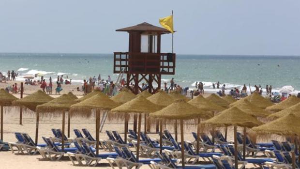 Bandera amarilla en las playas de Cádiz por carabela portugues