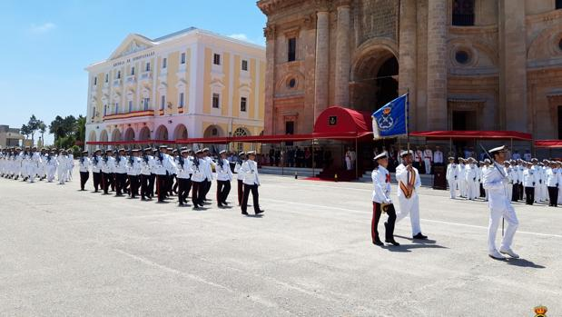Desfile de la Fuerza en la Escuela de Suboficiales.