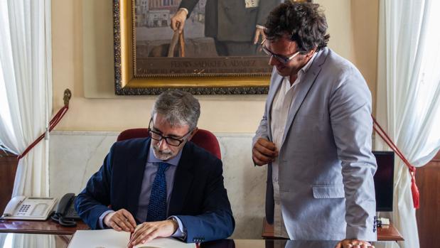 Francisco Piniella, nuevo rector de la UCA, junto al alcalde.