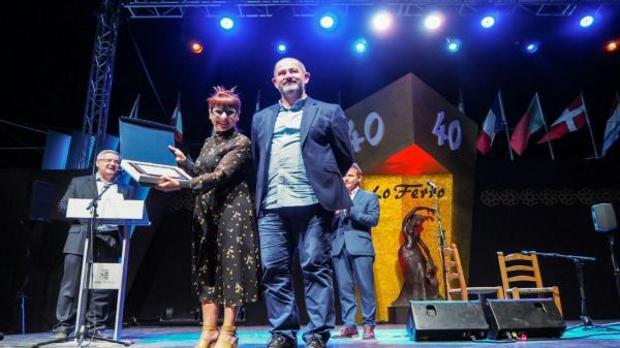 La concejala recibe la Medalla de Oro del Festival Internacional de Cante Flamenco de Lo Ferro.