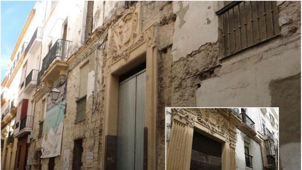 Las dos pilastras del acceso principal de esta casa palacio del XVII han sido retiradas.