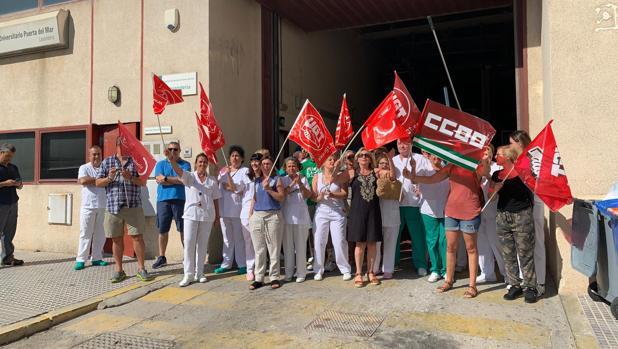 Los trabajadores de la lavandería del SAS en Cádiz, contra el cierre de centros