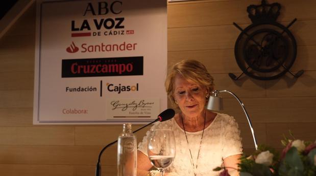 Esperanza Aguirre, en el Aulta de Cultura de Vistahermosa.