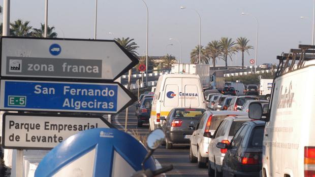Ciudadanos pide una solución a los accesos a la ciudad desde el puente Carranza.