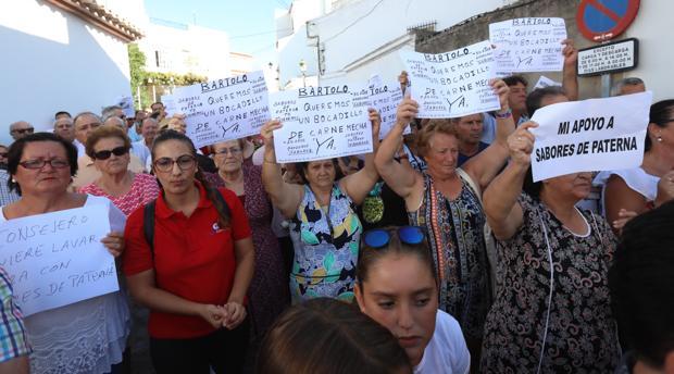 Concentración a las puertas de la fábrica de Sabores de Paterna.