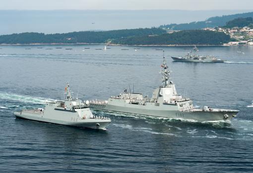 Dos de los buques participantes.