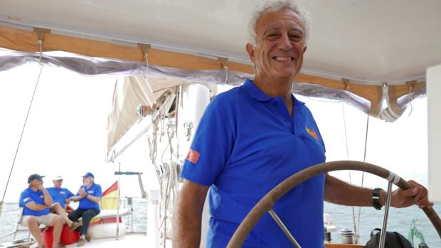 Pepe Sola, el capitán del Pros, al mando del timón.