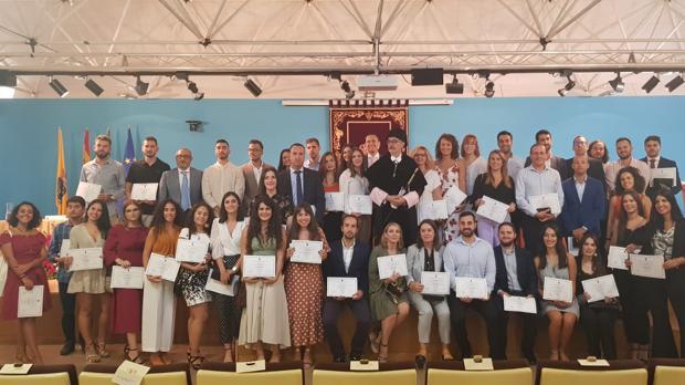 Foto de familia de la sesión de apertura del Curso de la UCA.
