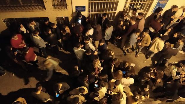 Vecinos de Las Cortes denuncian los «botellones y el ruido hasta alta horas de la madrugada» en su barrio