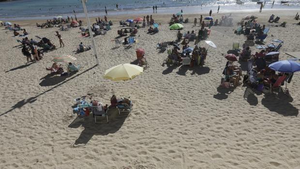 El Ayuntamiento aborda la modificación de la actual ordenanza municipal de playas
