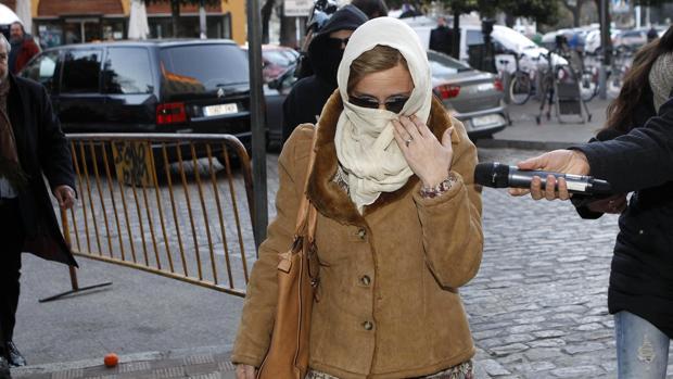Llegada de la madre del Cuco a los juzgados de Sevilla para declarar por el caso Marta del Castillo