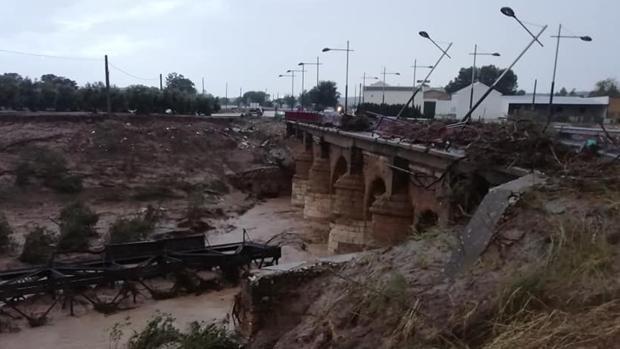 Puente caído en Aguadulce a causa del temporal de lluvias