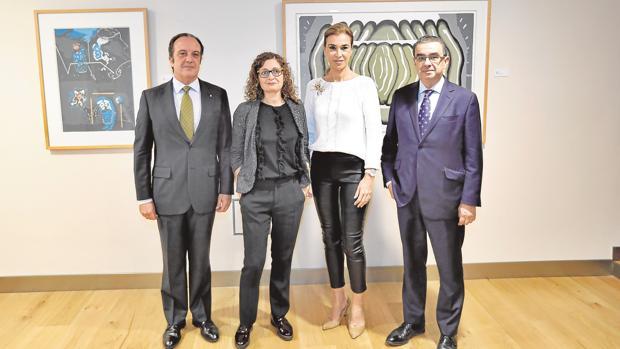 De izquierda a derecha, Joaquín Guajardo- Fajardo, María Varo, Carmen Posadas y Francisco Robles