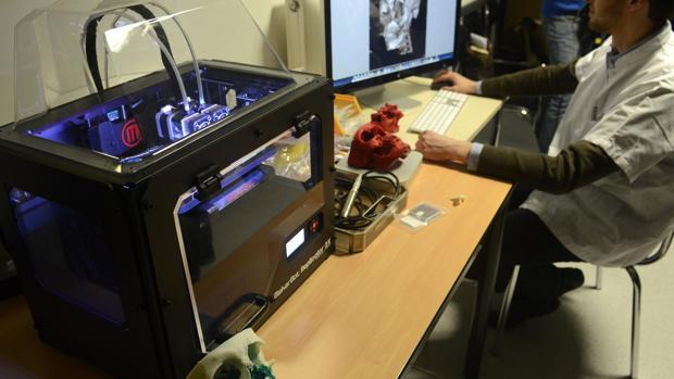 Impresora 3D en funcionamiento