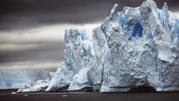 Más de 2.000 millones de toneladas de hielo se desprenden de la Antártida cada año