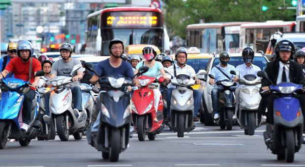 Una imagen de Taipei, cuyos ciudadanos se desplazan masivamente en moto