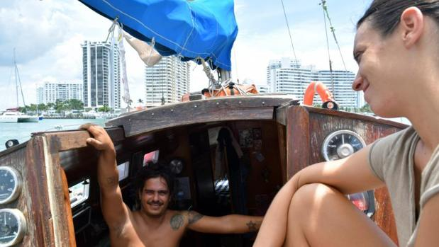 David Berenguer y Lara Gandía a su llegada a Miami después de dos meses de travesía por el océano Atlántico