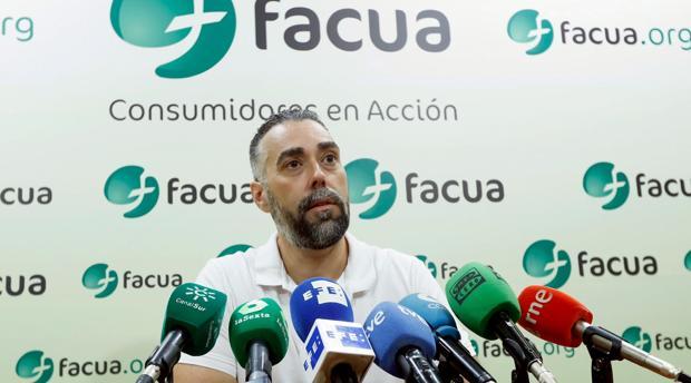 Ruben Sánchez, portavoz de Facua, durante una rueda de prensa en Sevilla el pasado 20 de agosto