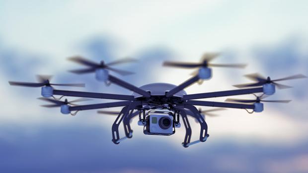 Detalle de un drone con cámara